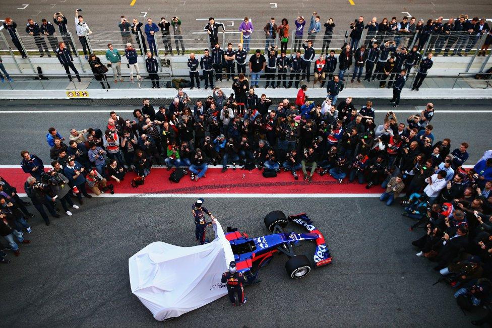 El circuito de Montmeló fue el escenario elegido por Toro Rosso para presentar su nuevo monoplaza para esta temporada.